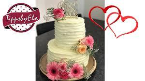hochzeitstorte sahne torte mit frischen blumen anleitung mehrstöckige vintage torte
