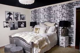 Give an Artistic Touch to the Bedroom Ideas with Wall Art Home