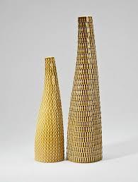 wohnzimmerdeko wunderschöne deko vasen ausstellen