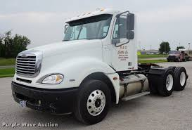100 Cattle Truck For Sale 2006 Freightliner Columbia Semi Truck Item DD7915 SOLD