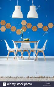 royal blau esszimmer inspiration mit natürlichen zubehör