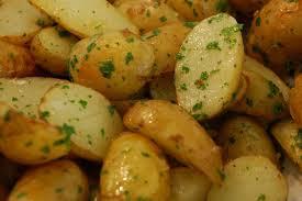 cuisiner des pommes de terre nouvelles pommes de terre nouvelles à l ail frais tatanne