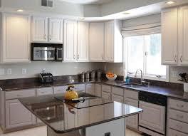 peinturer un comptoir de cuisine comptoir de cuisine en bois noir élégant table à manger lisse