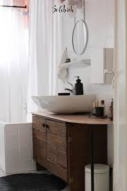waschbecken mit dunklem unterschrank badezimmer altes