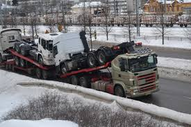File:Trucks On A Truck.JPG - Wikimedia Commons