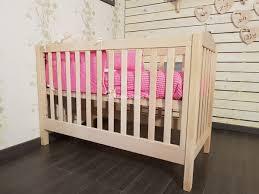 chambre bebe bois massif lit bébé évolutif et écologique couleurs bois le