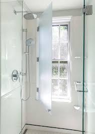 dusche vor fenster im badezimmer stilvolle ideen für