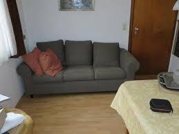 2 unterschiedliche sofas im wohnzimmer sieht das nach was