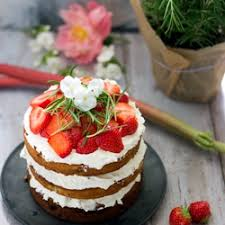 erdbeer rhabarber torte mit weißer schokolade rosmarin
