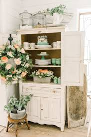Cheerful Spring Farmhouse Dining Room