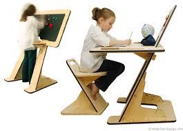 bureau tableau un tableau noir qui se transforme en bureau d écolier