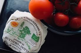 tomatensuppe mit geflammtem robiola die roccaverano