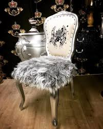 pompöös by casa padrino luxus barock esszimmer stuhl kunstfell silber weiss krone mit glitzersteinen pompööser barock stuhl designed by harald