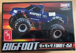 100 Bigfoot Monster Truck Toys AMT 4x4x4 Snap Together Plastic Model Kit 132