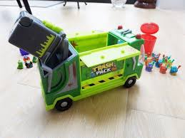 TRASH PACK TRASHIE GARBAGE RUBBISH TRUCK & 33 TRASHIES INCLUDING ...