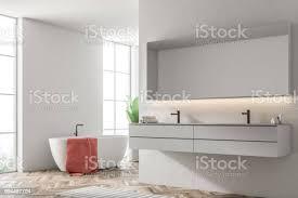 weiße wanne in einem weißen badezimmer sessel senkenseite stockfoto und mehr bilder architektur