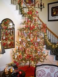 Love The Looping Bead Garland Luv Trend Of Using Natural Christmas Tree Toppers Like