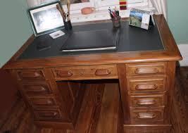 sous de bureau en cuir le bois et le cuir
