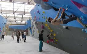 salle de bloc massy c est la plus grande salle d escalade de bloc en
