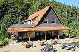 alleinstehendes ferienhaus luxuriöse villa in schutzbach mit garten mit bergblick in