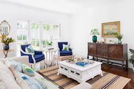 wohnzimmer mit antik sideboard blau bild kaufen