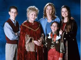 Halloween Iii Season Of The Witch Cast by The Halloweentown Cast Reunited In Honor Of Late Debbie Reynolds