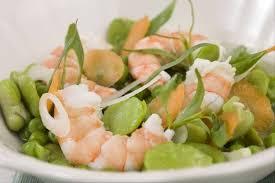 cuisiner des petit pois frais recette de nage de gambas mitonnée de fèves et petits pois frais