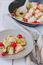 rezept couscous lachs pfanne mit zucchini und
