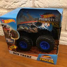 100 Shark Wreak Monster Truck Hot Wheels Jam 124 Gas Monkey Ring Master
