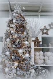 Christmas Tree Flocking Spray by 20 Best Decorated Christmas Tree Designs Images On Pinterest