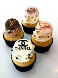 16Fashion Designer Themed Cupcakes
