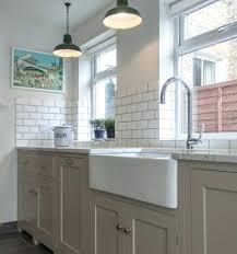 cuisine blanche mur taupe meuble cuisine couleur taupe magnifique cuisine blanche et gris idee
