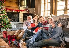 glückliche familie im wohnzimmer für weihnachten stockfoto und mehr bilder 2015