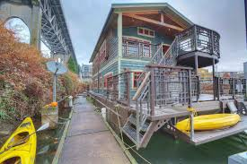 100 Lake Union Houseboat For Sale Seattle S Seattle Floating Homes S For