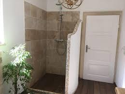 begehbare dusche im landhaus mit naturstein neues bad