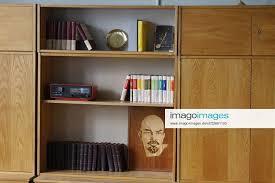 stockfoto ddr wohnzimmerschrank dekoration für den sa