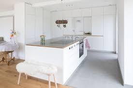 weiße küche mit edelstahl arbeitsplatte homify