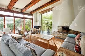 gemütlicher kamin in einem mediterranen bauernhaus wohnzimmer stockfoto und mehr bilder architektonisches detail