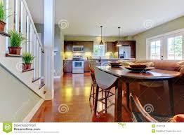 großer raum mit küche esszimmer stockfoto bild