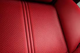 sur si e voiture comment nettoyer des sièges d une voiture en cuir perforé