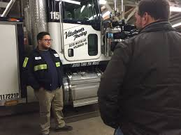 100 Women Flashing Truck Drivers Tow Truck Drivers Say Many People Dont Obey The Move Over Law On