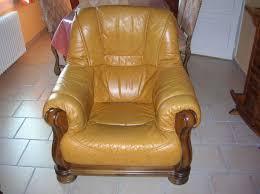 canape cuir rustique canape jaune cuir canap style brzilien au cuir jaune with