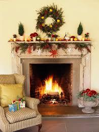 weihnachtlich dekorierter offener kamin bilder kaufen