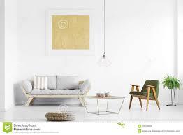 graues sofa im wohnzimmer stockbild bild wohnzimmer