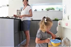 so planen sie eine kindersichere küche oberflächen geräte