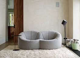 canape disign elégance dans un salon avec un canapé design ligne roset