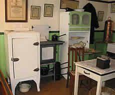 Haus Mobel 1940 Kitchen Appliances 1940s 01