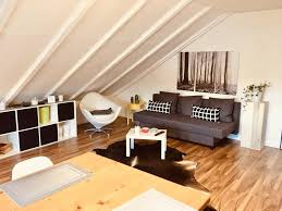 große dachgeschosswohnung mit küche und badezimmer an der