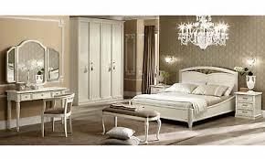 klassisches schlafzimmer massivholz holzfurnier beige
