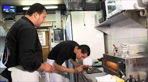 aide de cuisine sur le chemin de l emploi tewfik aide cuisinier réseau e2c